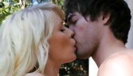 Raunchy stunning sandy colored beauty having sex with her boyfriend outdoors