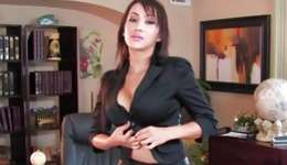 Watch on buxom harlot is posing sexually amid masturbating and dildoing